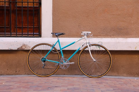MBK trainer Malasaña Madrid bicicleta francesa turquesa Brooks Professional